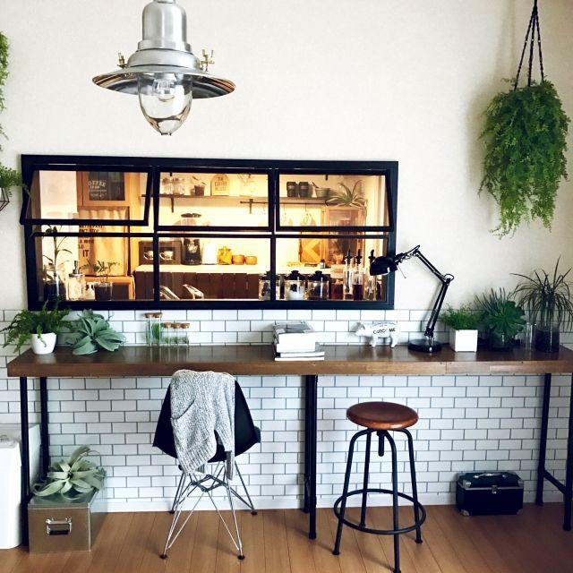 SEIMI_07さんの、室内窓,窓枠DIY,DIY,カフェ風,グリーンのある暮らし,NO GREEN NO LIFE,cafe風,アイアン,ソニーモニター応募,インテリア,IKEA,フェイクグリーン,デスクライト,スツール,イームズチェア,無印良品,Francfranc,リビング,のお部屋写真