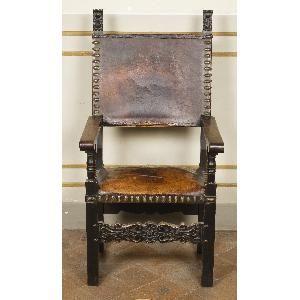 seggiolone in legno rivestito in cuoio con stemmi dell'arte della seta, Museo Nazionale di Palazzo Mansi, Lucca