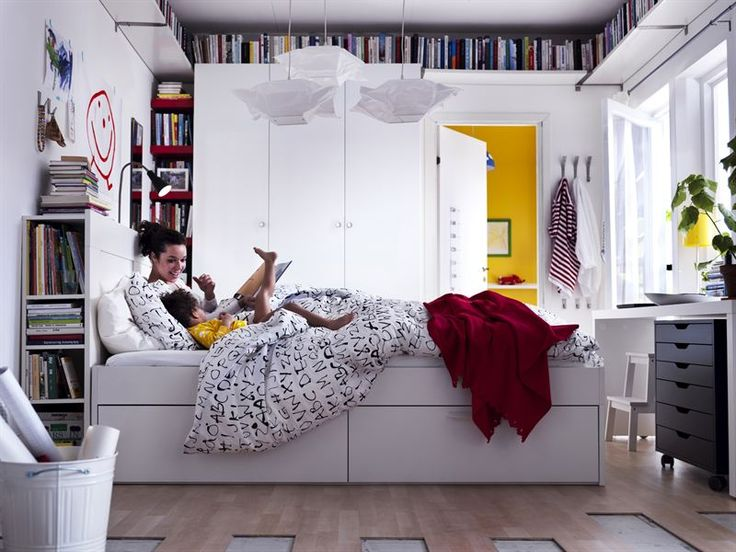 Love the books near the ceiling.