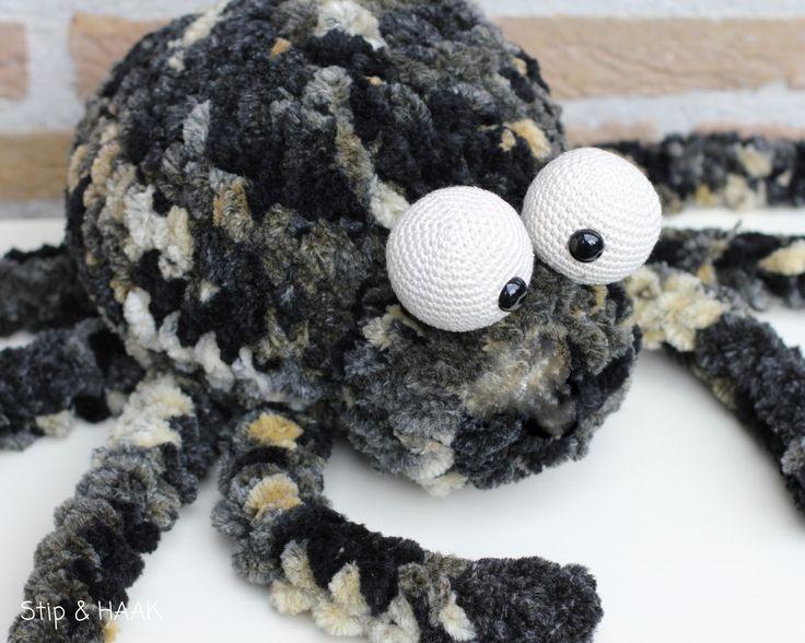 Amigurumi Spider Pattern : 13 best images about Amigurumi spiders on Pinterest Free ...