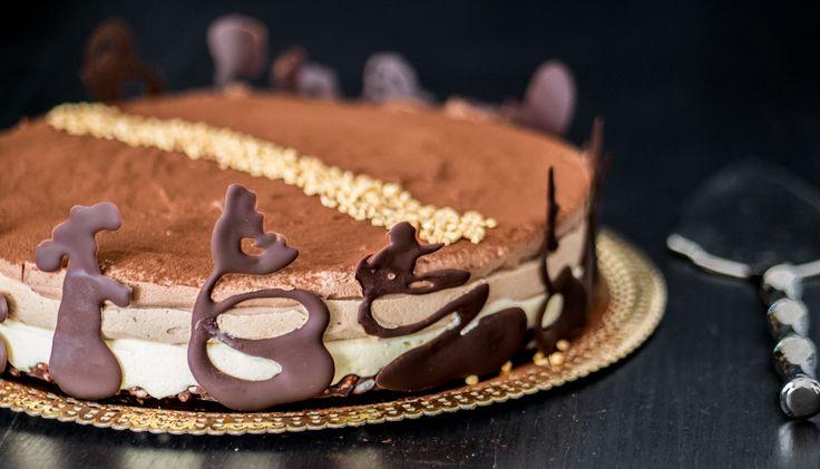 Torta mousse ai tre cioccolati con base croccante