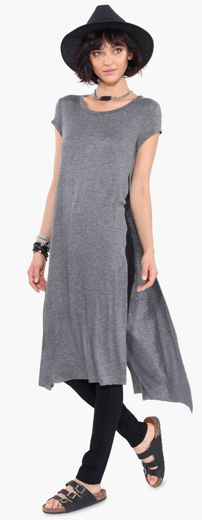 Maxi tee com fendas laterais + legging + birken. http://bit.ly/fendas-laterais #fendas #shoponline #streetstyle #maxitee #trendalert: