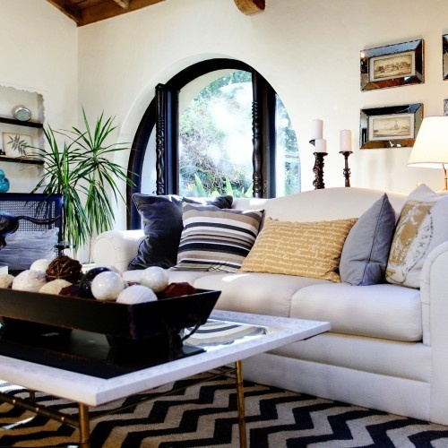 I like the relaxed style with the graphic rug.