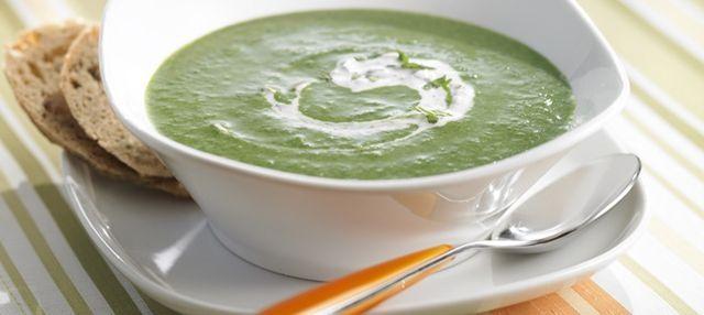 Sopas y cremas que, elaboradas con los ingredientes idóneos, nos ayudarán a perder esos kilitos de más. Recetas nutritivas y, al mismo tiempo, bajas en calorías y adelgazantes.