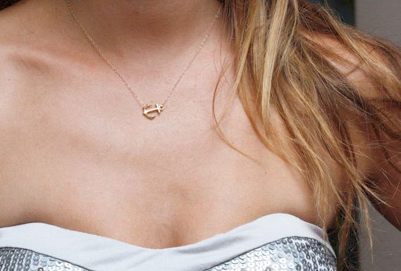Collier ancre marine plaqué or. Joli collier orné d'un pendentif ancre marine…
