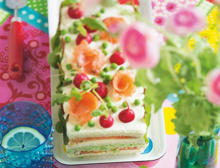 Qu'est ce que c'est ?Si on traduit, ça donne « gâteau-sandwich » en français, ça veut tout dire ! Voici une version novatrice et plus moderne du pain surprise…...
