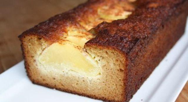 Cake van amandelmeel met honing en appel