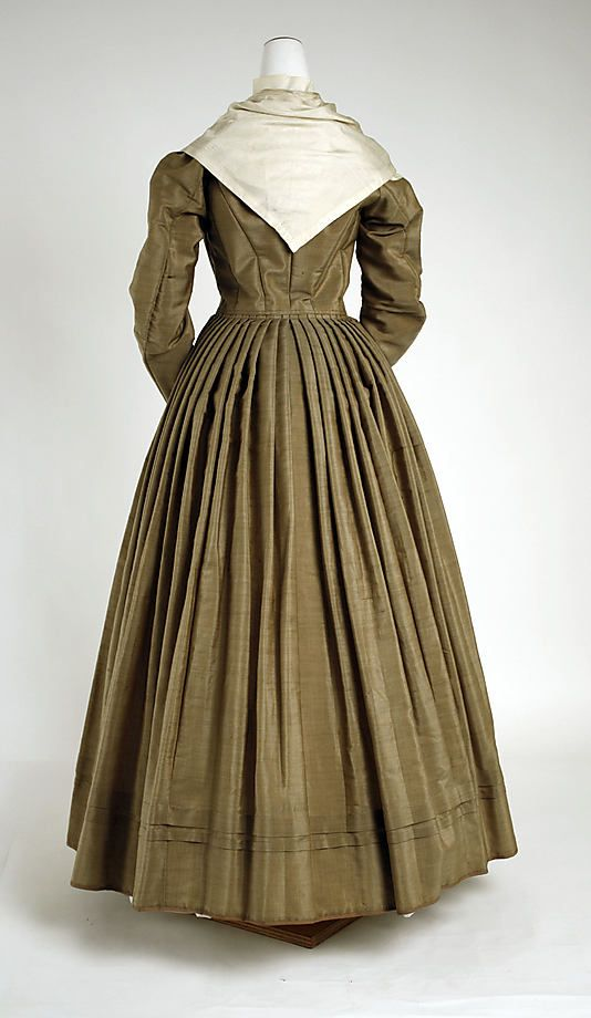Haute couture victorian fashion dress gown from 1870 for American haute couture