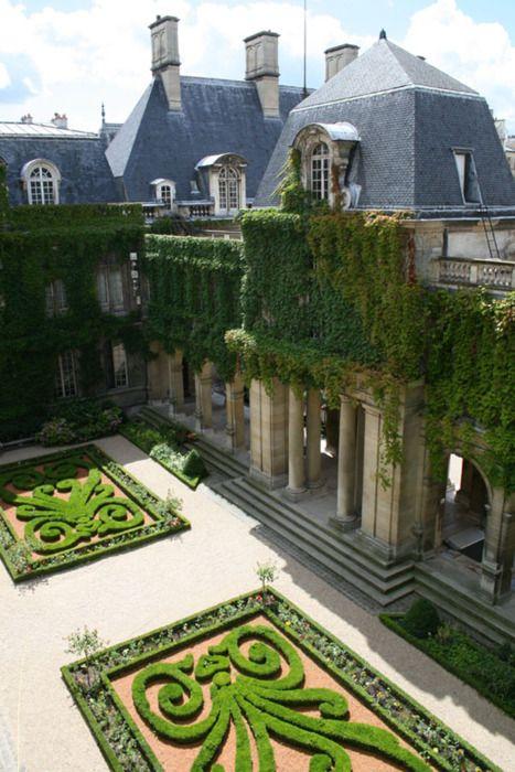 The Carnavalet Museum Gardens in Paris  ♥ Inspirations, Idées & Suggestions, JesuisauJardin.fr, Atelier de paysage Paris, Stéphane Vimond Créateur de jardins ♥