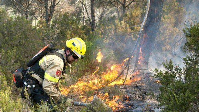 El detenido acusado de iniciar 29 incendios en Galicia fue detenido también en 2004 por otros 46 incendios
