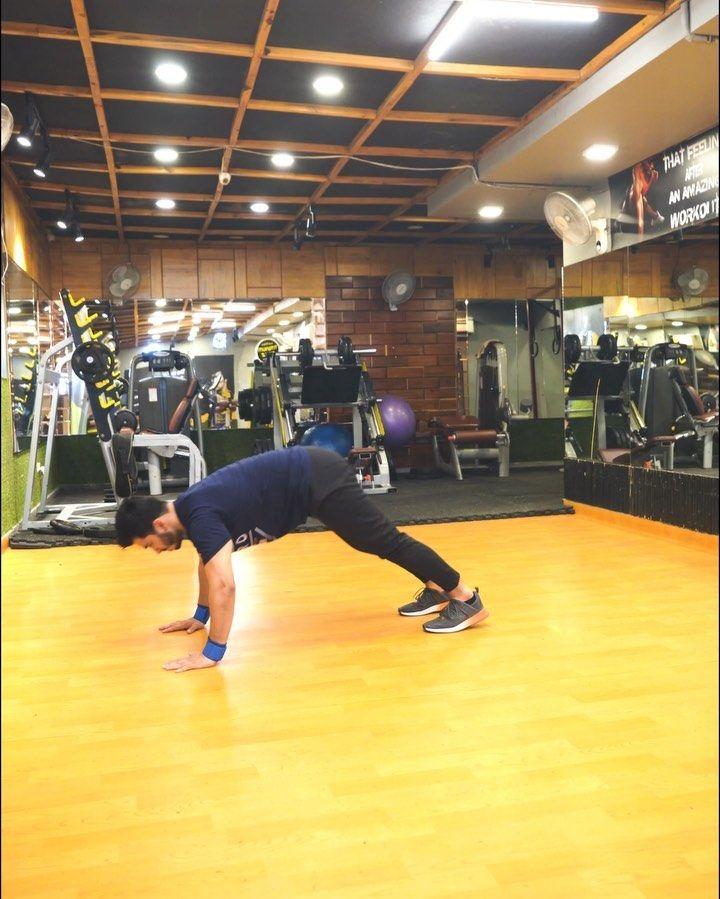 Hiit workout4 exercises in 1 1 toe touch jump pushups
