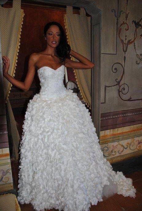 Abito ampio Melania Pezzullo http://www.nozzemeravigliose.it/matrimonio/atelier-sposa/caserta/melania-pezzullo-couture/389