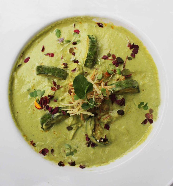 Para empezar, que tal nuestra Crema Zucchini & Puerros? Los esperamos! www.daniel.com.co/menu