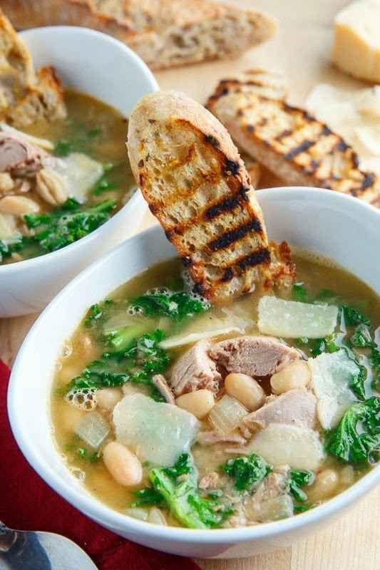 Atún, frijoles blancos y sopa de col rizada