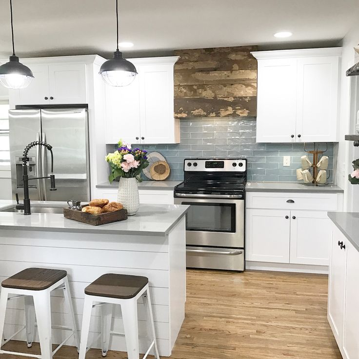 """Lex LeBlanc on Instagram: """"A day late but details from the latest episode of Listed Sisters are up on the blog! (Link in bio) Did you like what we did in this kitchen? I ❤️'d it! Crisp and clean but full of rustic charm. 🏡 #ilovemyjob #hgtv #nashville #interiordesign #kitchen #nashvilleinteriors"""""""