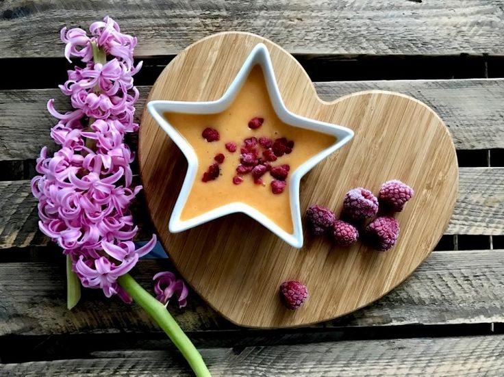 Pyszny koktajl pełen witamin 😀 Dziś mieszanka z: banana, pomarańczy, jabłka i marchewki 🍹🙂 --> Zapraszam moją stronę na fb https://m.facebook.com/eatdrinklooklove/ ❤ . .  Delicious cocktail full of vitamins 😀 Today, a mix of: banana, orange, apples, carrots🍹🙂 --> I invite my page on fb https://m.facebook.com/eatdrinklooklove/ ❤
