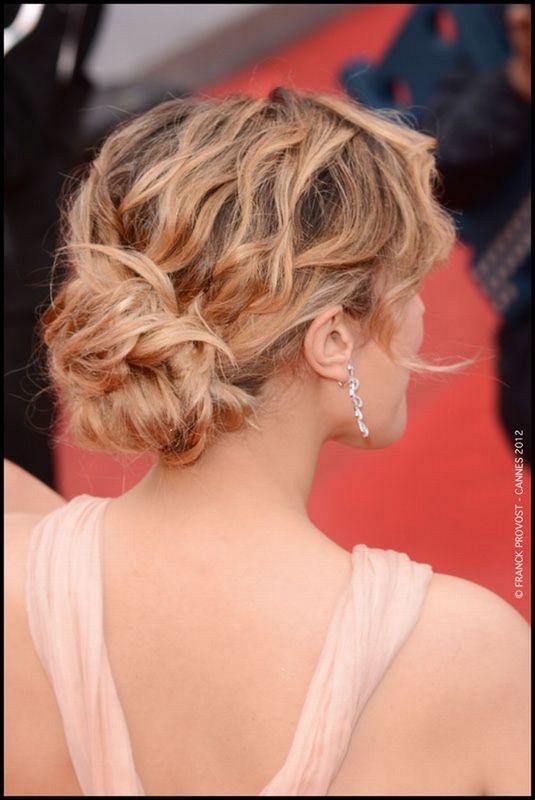 Les plus belles coiffures du tapis rouge de #Cannes2012 : le chignon bohème d' Alysson Paradis