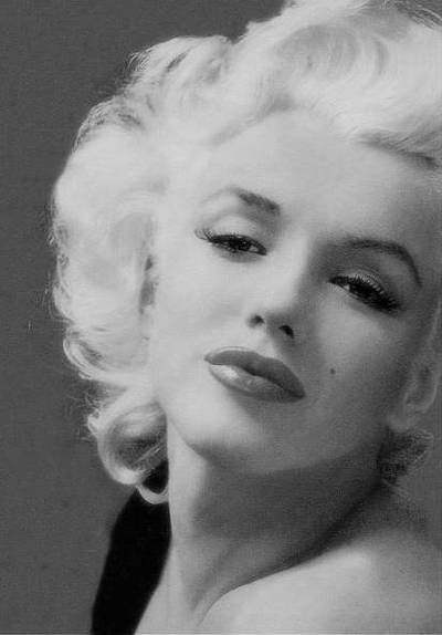 Marilyn Monroe glamorous as always.  #teammonroe #allthingsmarilyn #ilovemarilyn