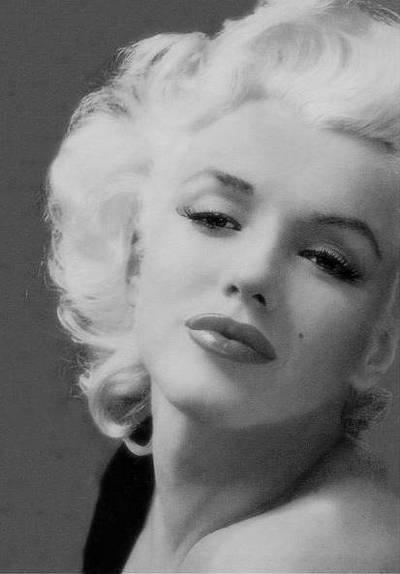 Marilyn Monroe glamorous as always.  #teammonroe #allthingsmarilyn #ilovemarilyn
