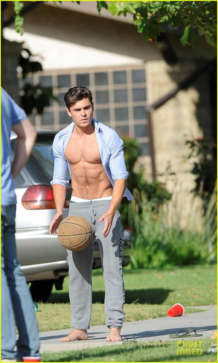 Zac Efron: Shirtless Abs Flashing on Townies Basketball Set! | zac efron abs flashing townies basketball set 07 - Photo