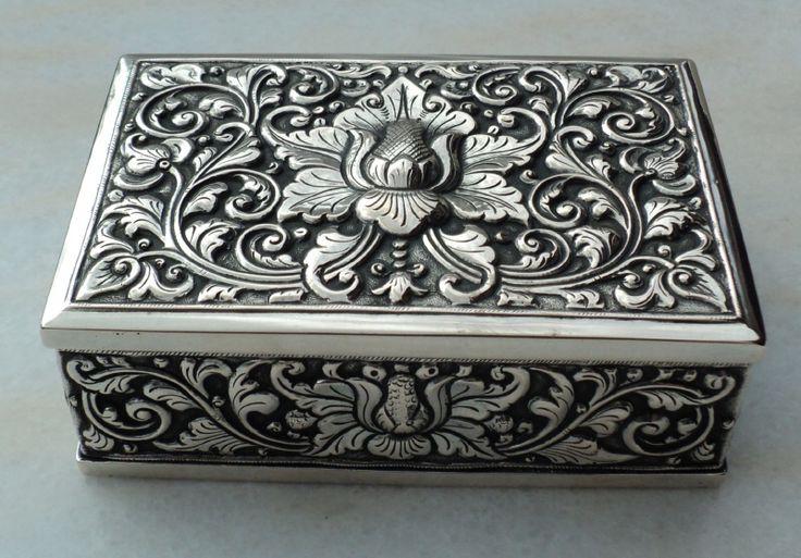 Zilveren sigarettendoos djokja zilver.