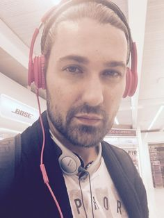 Headphone upgrade at the airport. # aerosmith @david_garrett/https://mobile.twitter.com/david_garrett?p=i-31/May/2015