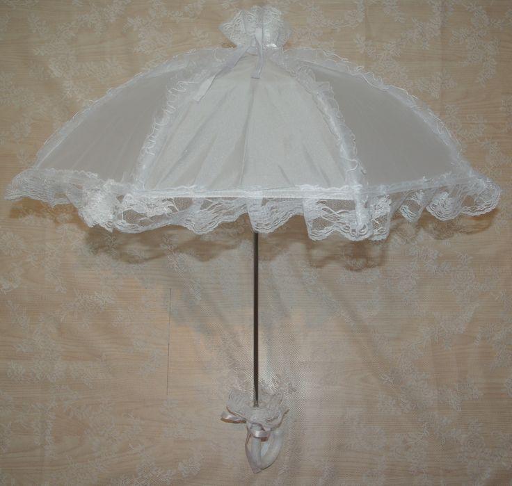 Leuke parapluutjes voor bruidsmeisjes en voor bij de communiejurk. Dat ziet er toch schattig uit! bruidskindermode.nl. Trouwen, bruiloft, huwelijk, bruidsmeisjes, bruidsmeisje, bruidskinderen, communie, communiejurk.
