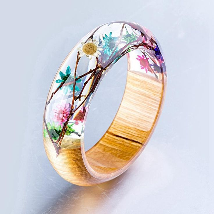 This is a slender resin bangle made of tiny flowers and real leaves. Di … – gießharz/schmuck