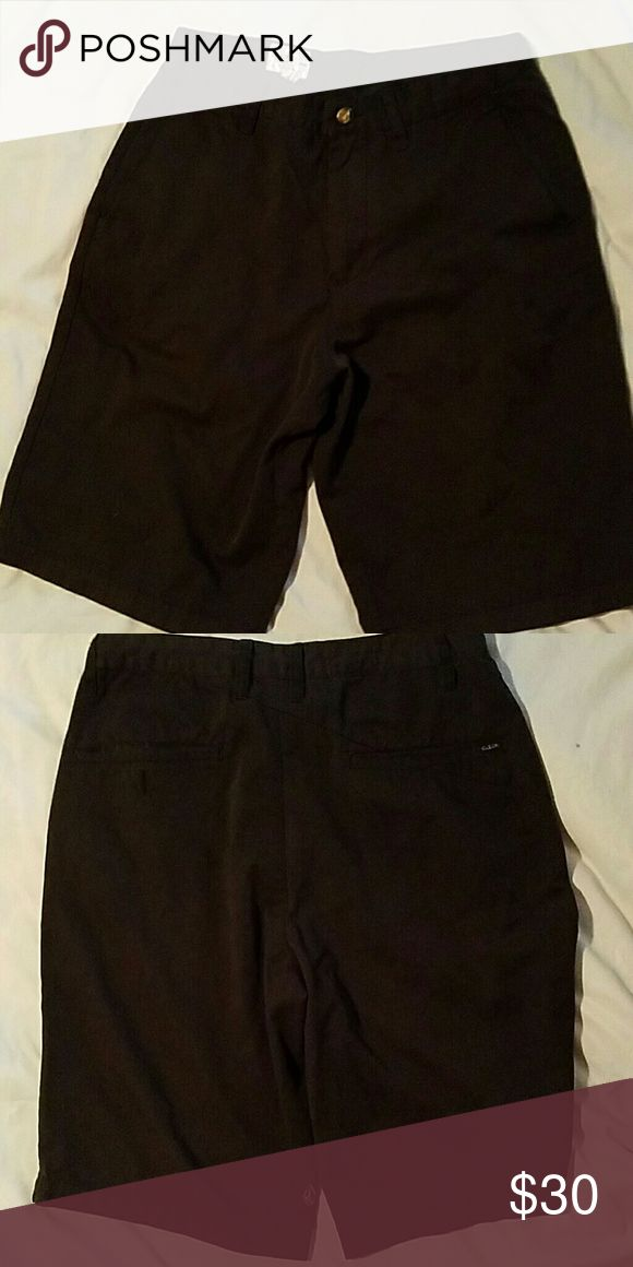 New without tags. Mens dress shorts. Surf brand. Very nice casual or dress shorts. Wear for ant occasion. Volcom Shorts