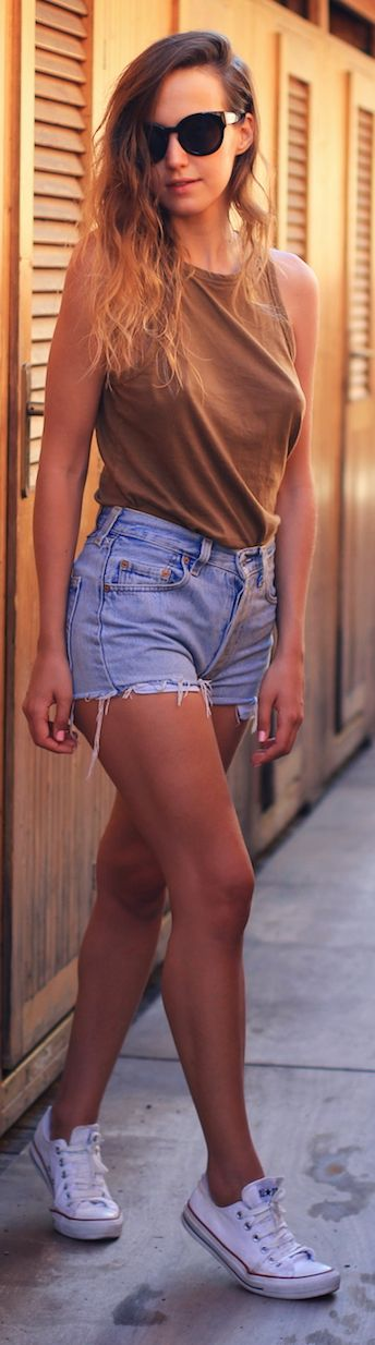 Brown Basic Tank + high waisted shorts + white sneakers