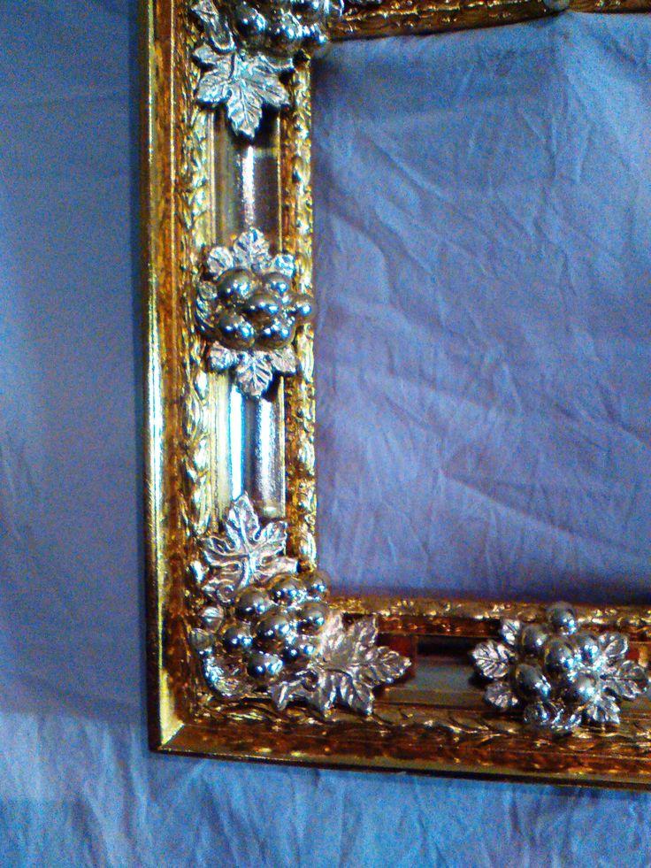 Сочетания зеркального золота и серебра в авторской раме.