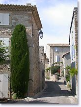 Saint Pantaleon les Vignes Straat
