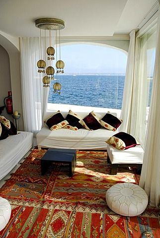 Interior de la barra de Purobeach, club en la costa del mar Mediterráneo, Can Pastilla, Mallorca, Islas Baleares, España, Europa