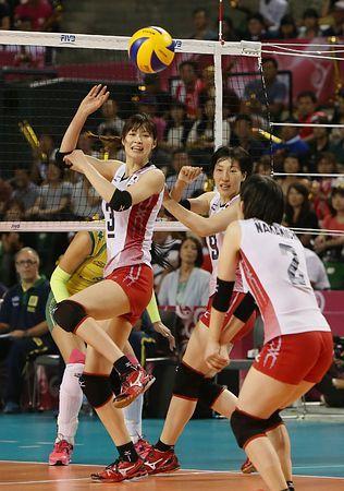 ブラジル戦の第3セット、ブロックを破られる木村(左)ら=24日、東京・有明コロシアム ▼24Aug2014時事通信|日本の勢い、女王に通じず=新戦術には手応え-バレー女子ワールドGP http://www.jiji.com/jc/zc?k=201408/2014082400252 #Japan_womens_national_volleyball_team #Japan_vs_Brazil