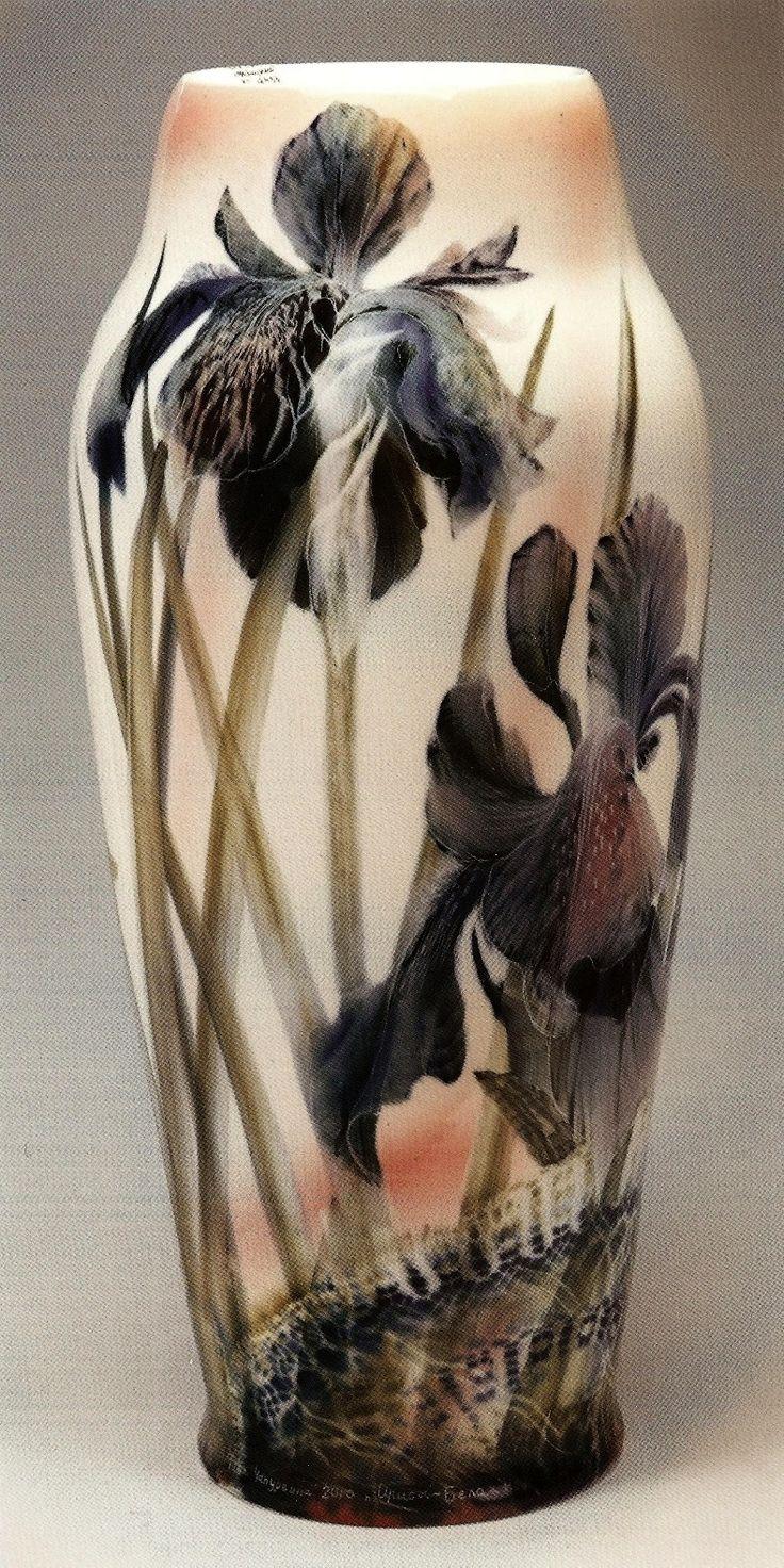 Ваза Ирисы. Белая ночь, 2010 год. Художник Т. М. Чапургина
