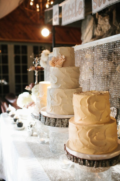 multiple wedding cakes ideas 1000 ideas about wedding cakes on 17658