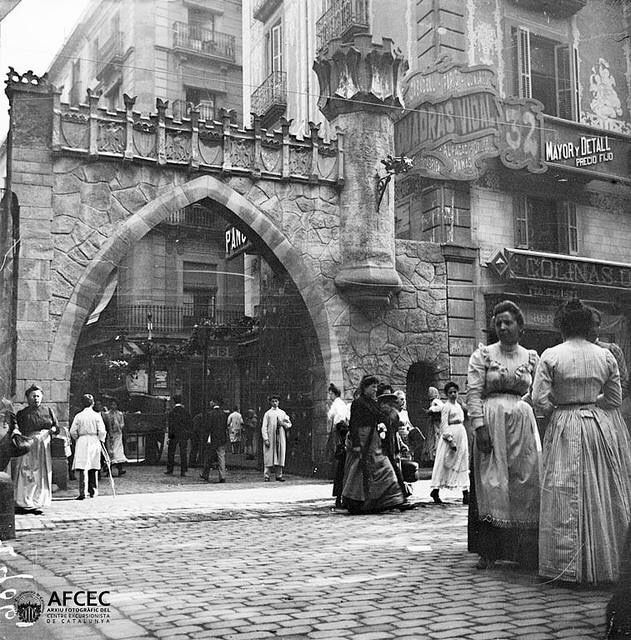 Barcelona, antic portal de Portaferrisa a les festes de la Mercè 1888.