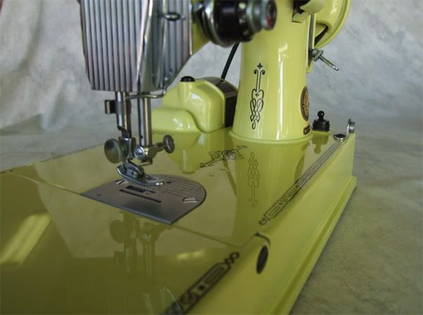 2275835358cb1b236a565b3e285261ae featherweight sewing machine green jello 89 best singer featherweight 221 sewing machine images on  at alyssarenee.co