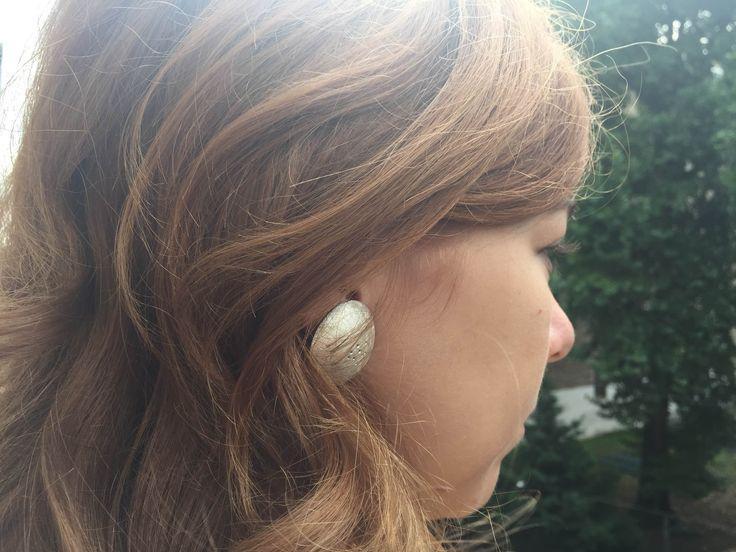 Legújabb ékszer hallókészülék klipp, amely hamarosan Magyarországon is elérhető. EORA - Ékszerbe zárt technológia.