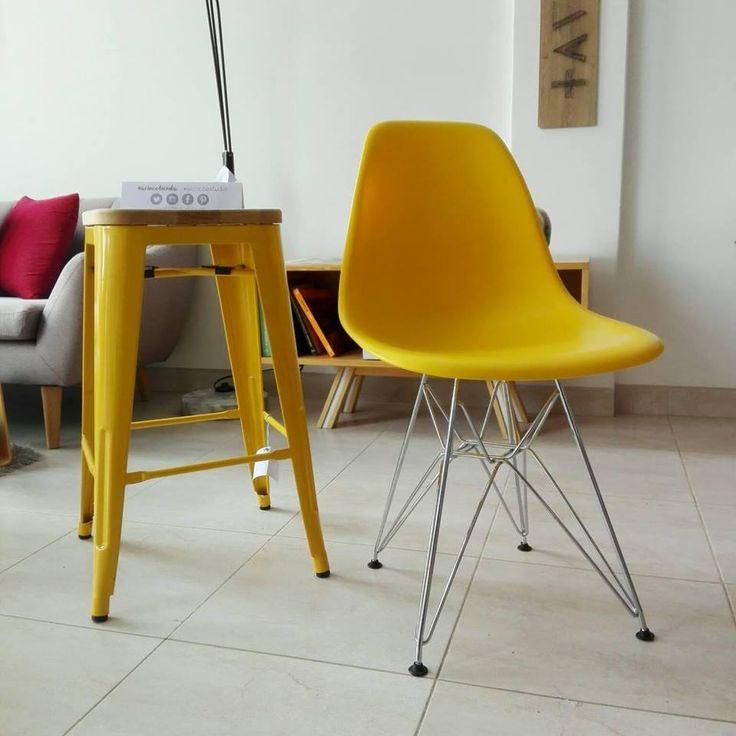Tanto el butaco tolix como la silla eames pata metálica están listo para adornar esos espacios unicos de tu hogar o negocio #acincotienda #iconosdeldiseño