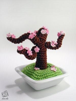 Where is the Wonderland? - airali handmade -: fiori rosa, fiori di pesco... amigurumi