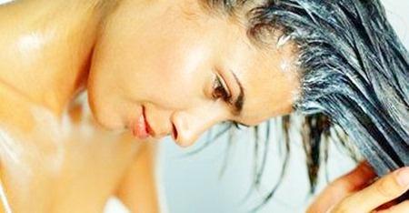 O melhor jeito de hidratar os cabelos em casa
