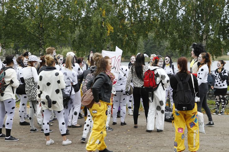 """VAMK students participating in the traditional event """"Olupialaiset"""" arranged for the new students annually. Photographer: Markku Kuusinen"""