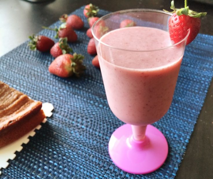 Strawberry Smoothie | TasteURCooking