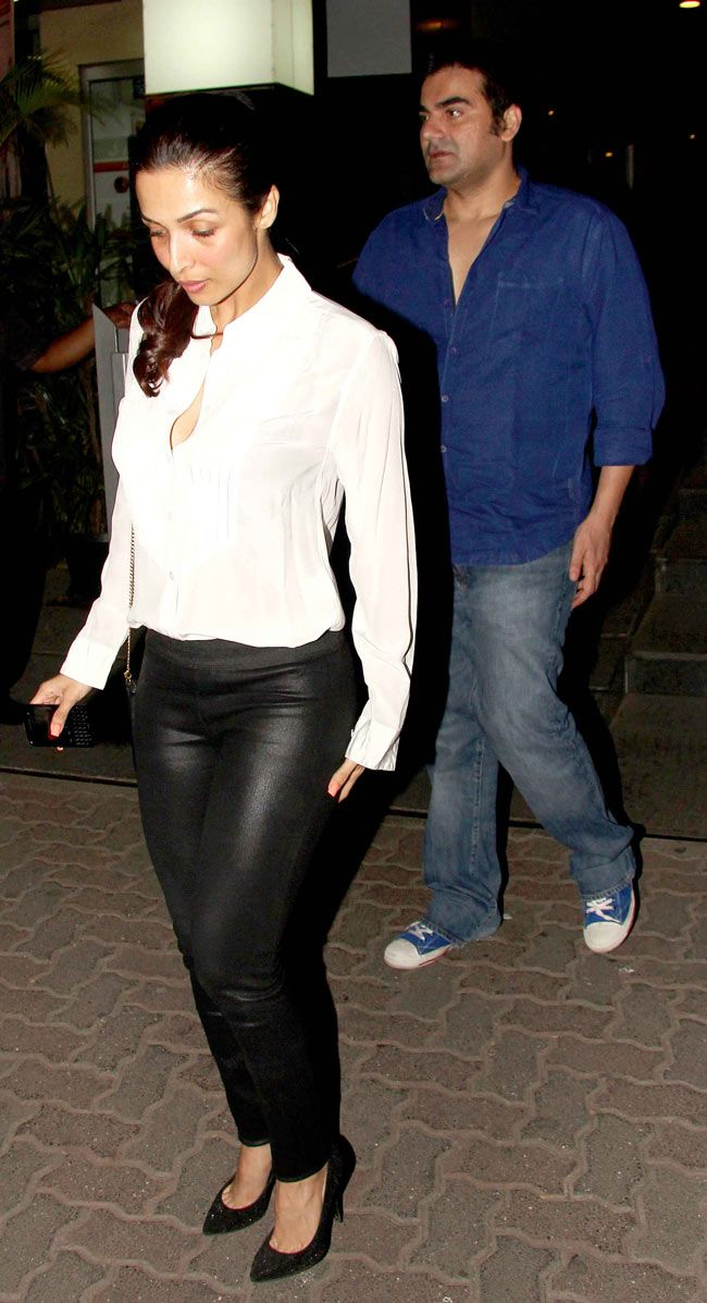 Malaika Arora Khan and Arbaaz Khan spotted exiting popular Bandra restaurant Hakkasan. #Style #Bollywood #Fashion #Beauty