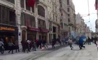 Paralia News- (Breaking News): Κωνσταντινούπολη – Μαχαίρωσαν οπαδό του Ολυμπιακού...