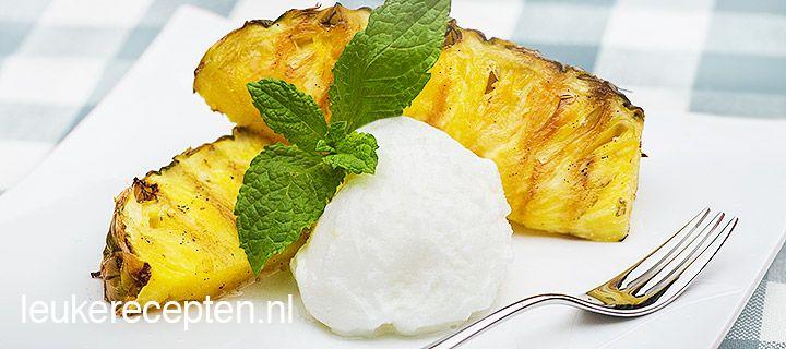 Lekker om de bbq mee te eindigen: ananas van de grill gemarineerd met vanillesiroop