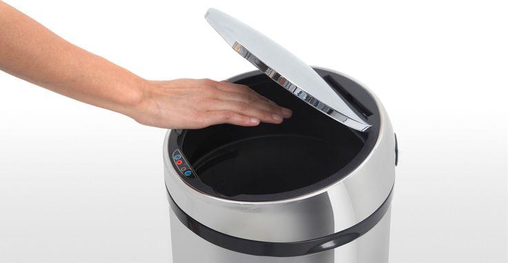 Cette poubelle inox automatique 50 litres a l'hygiène pratique.