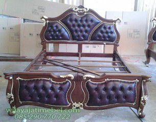 Tempat Tidur Jok ini merupakan desain modern dari tempat tidur jepara yang dijual dengan harga murah. Proses pembuatan sangatlah diperhatikan untuk menjaga kualitas produk asli jepara