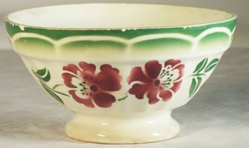 Bol ancien Digoin , fleurs rouges feuillage vert